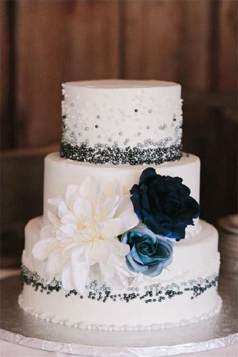 fabulous winter wedding cakes  love deer pearl flowers