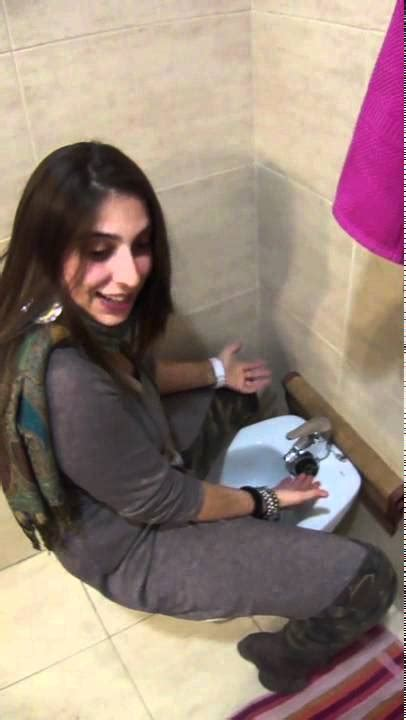 how to use a bidet toilet italian teaching how to use a bidet