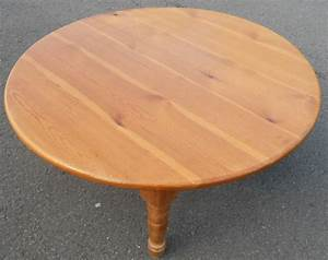 Pine round antique style coffee table for Round pine coffee table