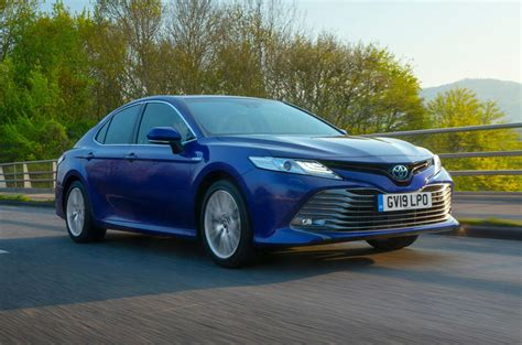 Toyota Camry Uk by Toyota Camry 2 5 Hybrid Design 2019 Uk Review Autocar