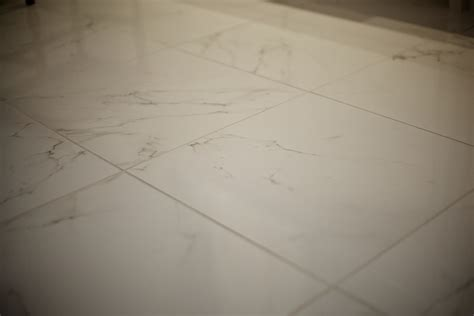 bathroom tile ideas the porcelain tile that looks like marble which offers the