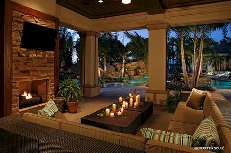 Living Room With Outdoor Pool (living Room With Outdoor