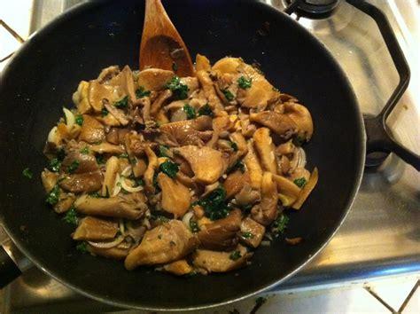 cuisiner les pleurottes recette champignons pleurote au vin blanc