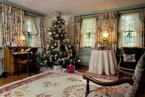 Decorating for a Victorian Era Christmas