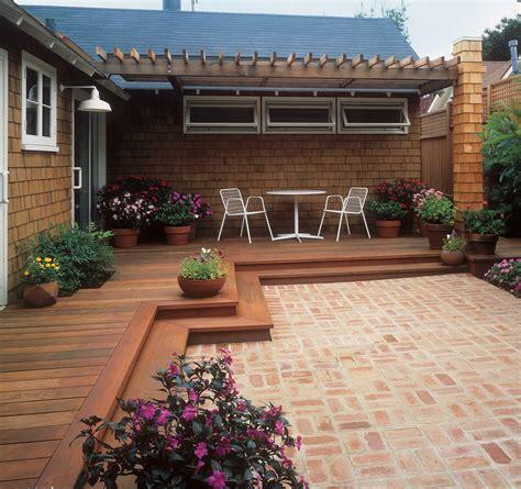 Backyard Deck Plans - free building plan for a transitional backyard deck