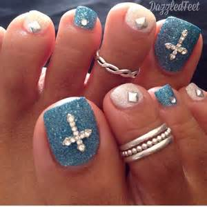 Blue and white glitter toe nail art with cross design idea