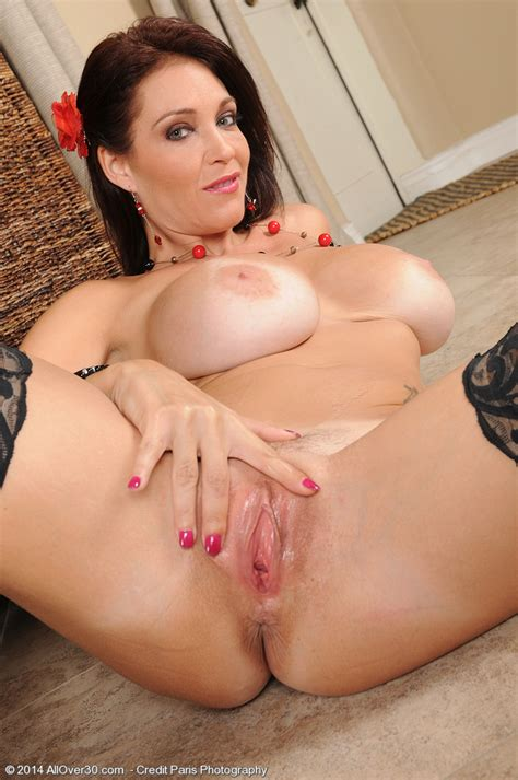 sexy milf charlee chase buff her clit busty vixen