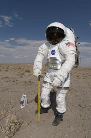 apollo   complete history  space suits