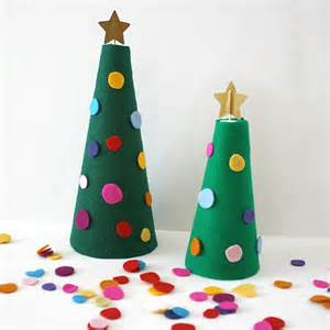 decorate the felt tree activity for buggy and buddy