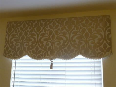 Simple Cornice by No Sew Simple Dyi Soft Cornice Valance With Trim And