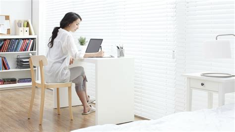7 Proven Ways To Stay Motivated When Working From Home As
