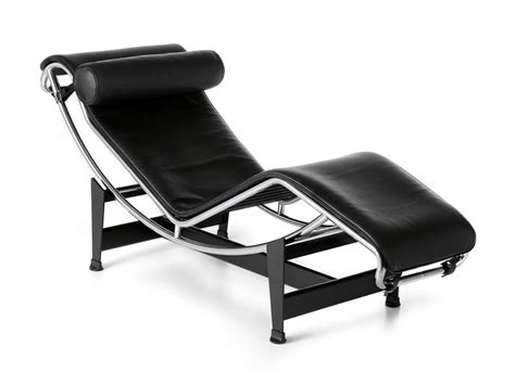 chaise longue cuir buy the cassina lc4 chaise longue at nest co uk