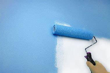 peindre du papier peint peindre sur du papier peint diy d 233 co peinture