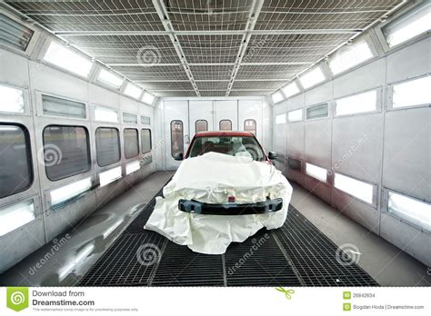 car paint garage with car inside image 26842634
