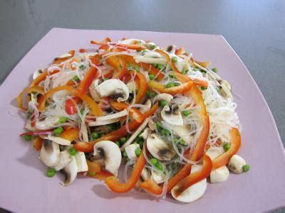 cuisiner vermicelle de riz vermicelle de riz et crevettes en salade recette