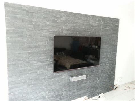 steinwand wohnzimmer hifi steinwand wohnzimmer anthrazit moderne wohnungseinrichtung wohnzimmer ecksofa dunkelblau graue