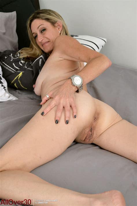 Sweet Mature Milf Cody Lovett Lays Her Big Tits Bare To Spread Vagina Wide