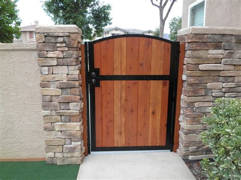 Fence - Gate : Metal And Wood Gates