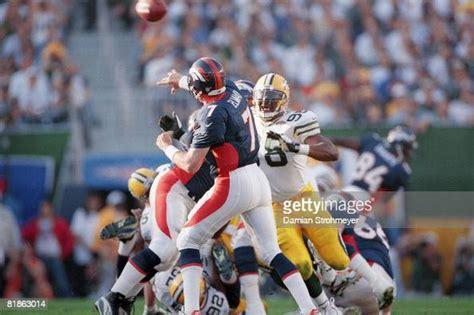 Super Bowl Xxxii Denver Broncos Qb John Elway In Action