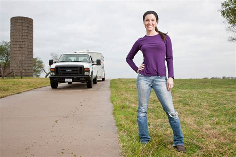news photos bio meet shipping wars jennifer brennan former model and cpa turned trucker