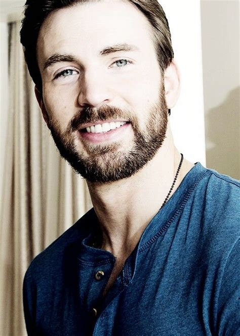 His eyes. His smile. His necklace. | Chris evans, Chris ...