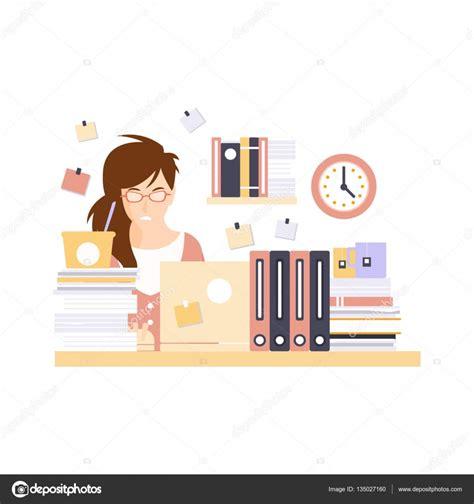 employe de bureau employé de bureau de femme dans la cabine de bureau ayant