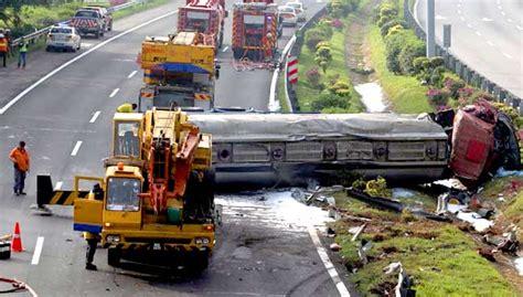litres  acid spilled  fatal tanker lorry