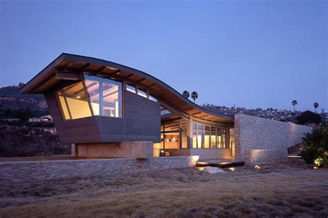 Unusual Roof Design Adds Interest To Beach House