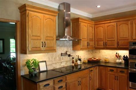 honey oak kitchen cabinets countertop back splash combination of quartz 4324