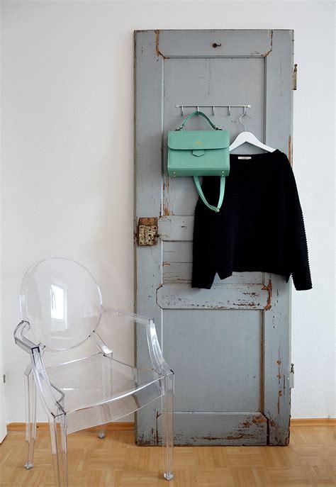 alte tür als garderobe aus alt mach neu wie du aus einer alten t 252 r eine garderobe machst justine kept calm went vegan