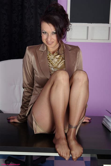 Busty Mature Secretary In Pantyhose