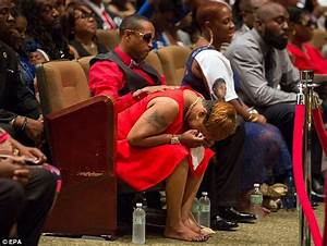 Michael Brown's father Cal screams as thousands attend St ...