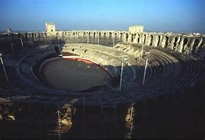 Dacia Arles : arles france theatres amphitheatres stadiums odeons ancient greek roman world teatri odeon ~ Gottalentnigeria.com Avis de Voitures