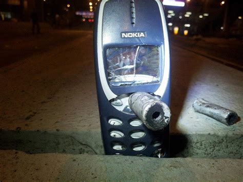 nokia 3310 doesn t bend but it does blend video