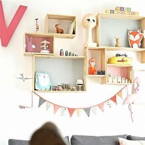 Etagere Chambre Enfant : diy une compo d 39 tag res pastel pour chambre d 39 enfant ~ Teatrodelosmanantiales.com Idées de Décoration