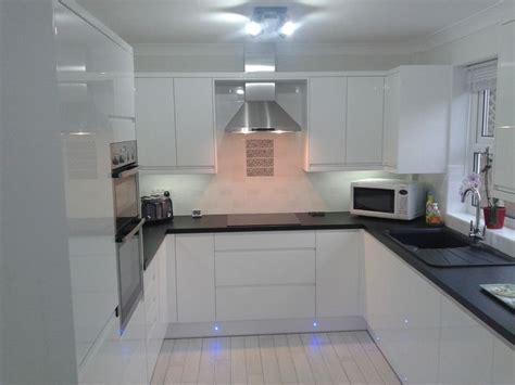 gloss kitchen tile ideas 10 best ideas about white gloss kitchen on pinterest worktop designs gloss kitchen and high