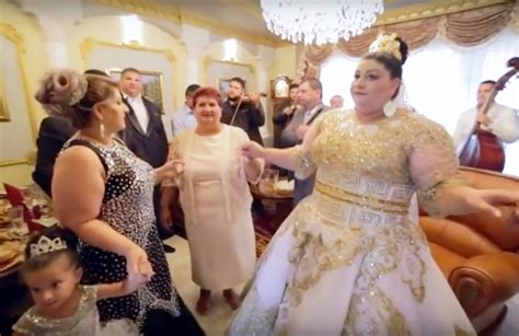 year  brides nmillion wedding dress breaks