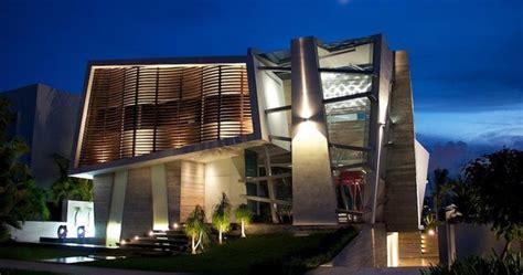 desain rumah modern abstrak  pencahayaan unik