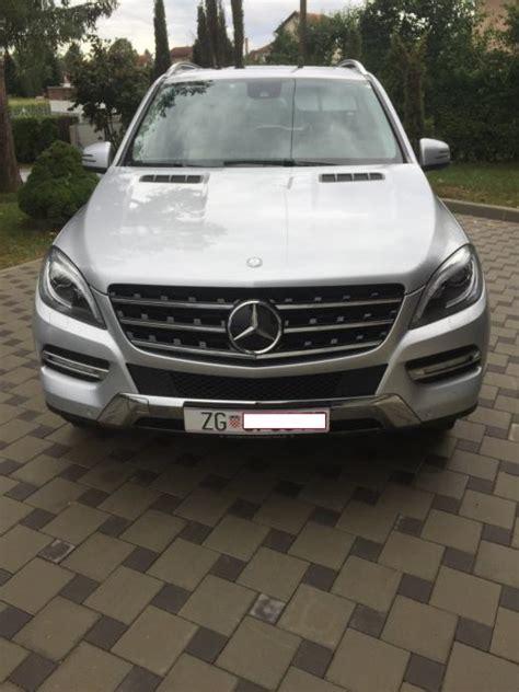 It has an automatic transmission. Mercedes ML 350 BLUETEC 4MATIC automatik, 2012 god.