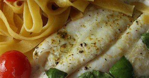cuisiner du poisson au four comment faire cuire un filet de poisson au four ma p 39 tite cuisine
