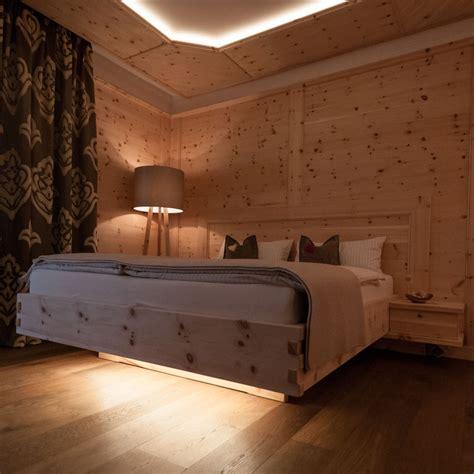 Bett Rückwand Holz by Schlafzimmer Bett Boden Decke Aus Holz Wohnraum