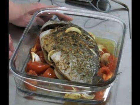 cuisiner le maigre au four technique de cuisine cuire un poisson au four