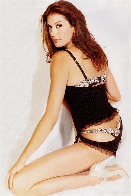Celebrities in Hot Bikini: Teri Hatcher - Desperate Housewives in Bikini