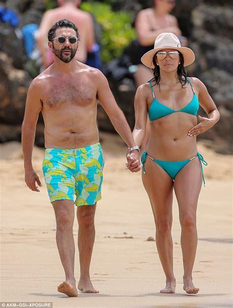 Eva Longoria flaunts toned torso in jade bikini in Hawaii ...
