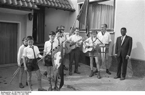 Bundesarchiv B 145 Bild-f013188-0034, Bonn, Pfadfinder In Der Botschaft Elfenbeinküste.jpg