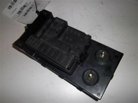 ford   dash fuse box part number ylt