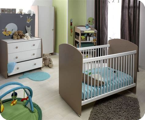 chambre taupe et vert chambre bébé taupe et vert anis chambre idées de