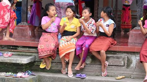 Ubud Bali Indonesia February 15 2015 Unidentified Balinese Girl Resting After School