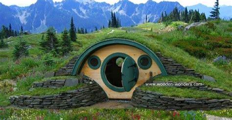 delightful hobbit homes  bring    frodo
