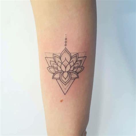 triangle lotus tattoo tatouage pinterest tatouage